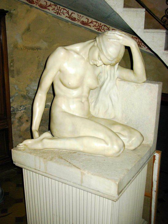 Thea Caslbore Rasini, Figura femminile